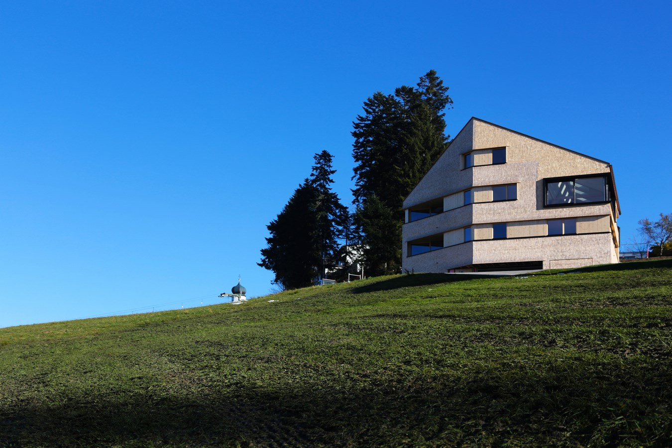 House-on-the-mountain-by-Juri-Troy-Architects-1