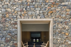 Stone-House-in-Cáceres-3